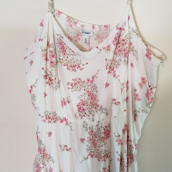Old Navy Dresses & Skirts - Worn twice! Old Navy white and pink summer dress